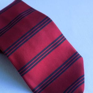 BROOKS BROTHERS MAKERS RED AND BLUE STRIPED TIE